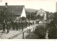 Slavnostní průvod u příležitosti otevření nového požárního domu  30.9.1956.