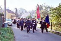 Čelo průvodu při svěcení nového sborového praporu vzáří 2008.